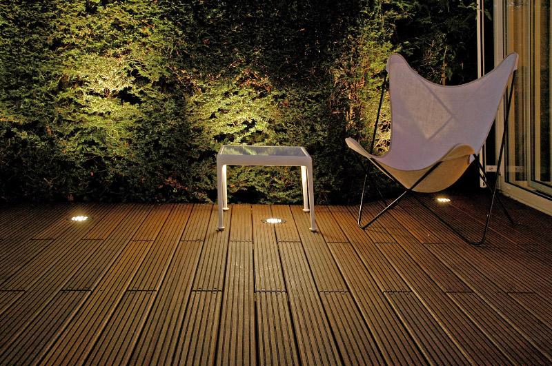 holzterrasse beleuchtung glas pendelleuchte modern. Black Bedroom Furniture Sets. Home Design Ideas